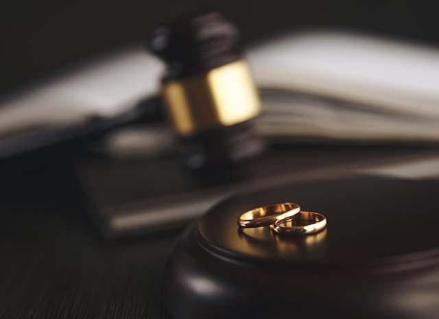 divorce lawyers gavel and weddings rings